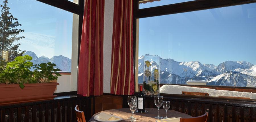 France_Alpe-dHuez_Chalet_hotel_les_cimes_resturant.jpg